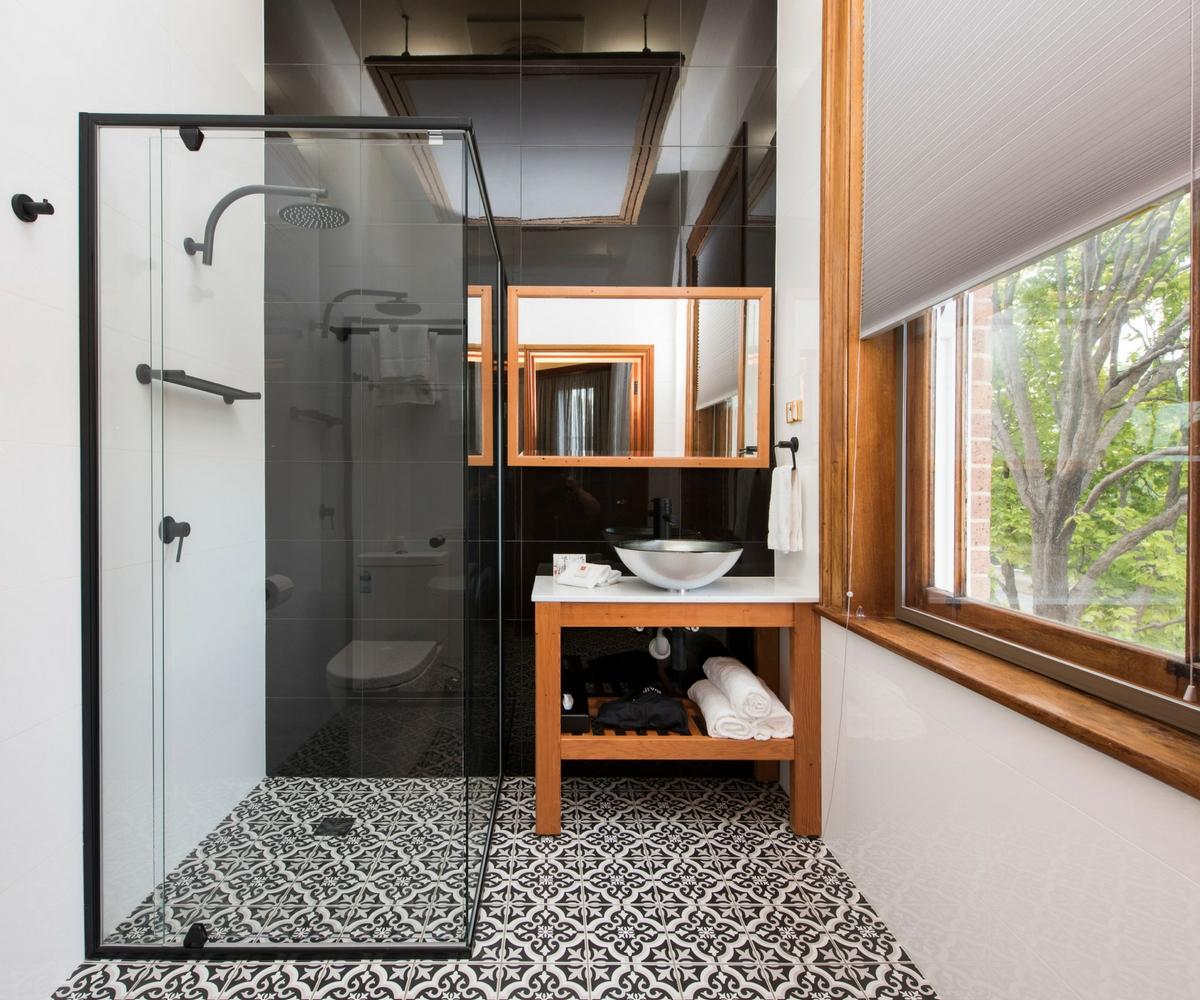 luxury bathroom, The Parkview Hotel Mudgee